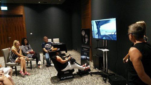 Playseat z wirtualną rzeczywistością Oculus Rift, oraz kierownicą logitech.