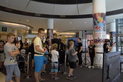 Duża strefa z wirtualną rzeczywistością w galerii Wiktoria. Strefa składała się z urządzeń: Oculus Rift CV1, HTC VIVE