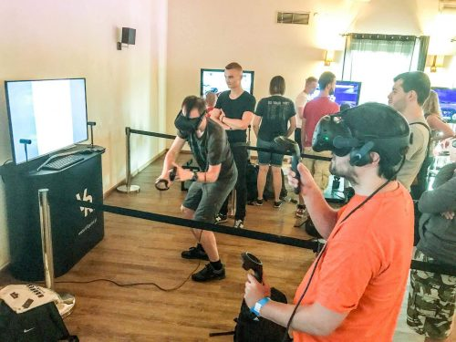 Stanowiska z wirtualną rzeczywistością na imprezie firmowej - integracji.